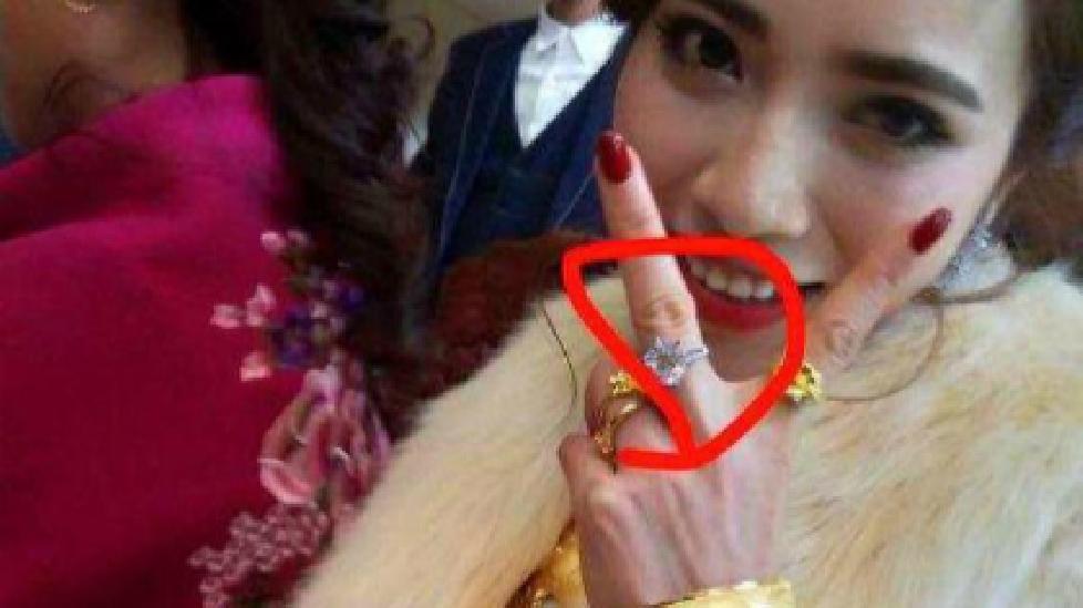 Cô dâu người dát vàng cưới thiếu gia mặt nọng