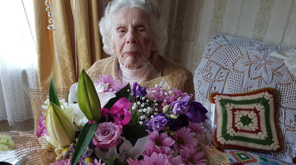 Cụ bà 100 tuổi gãy cổ vì chống cự cướp