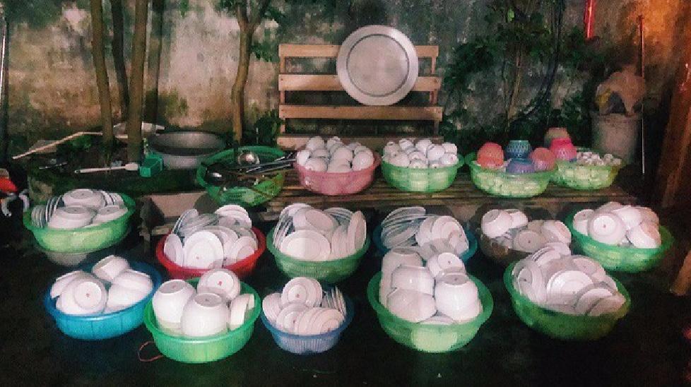 Chàng trai rửa 15 rổ bát đĩa tìm được... bạn trai