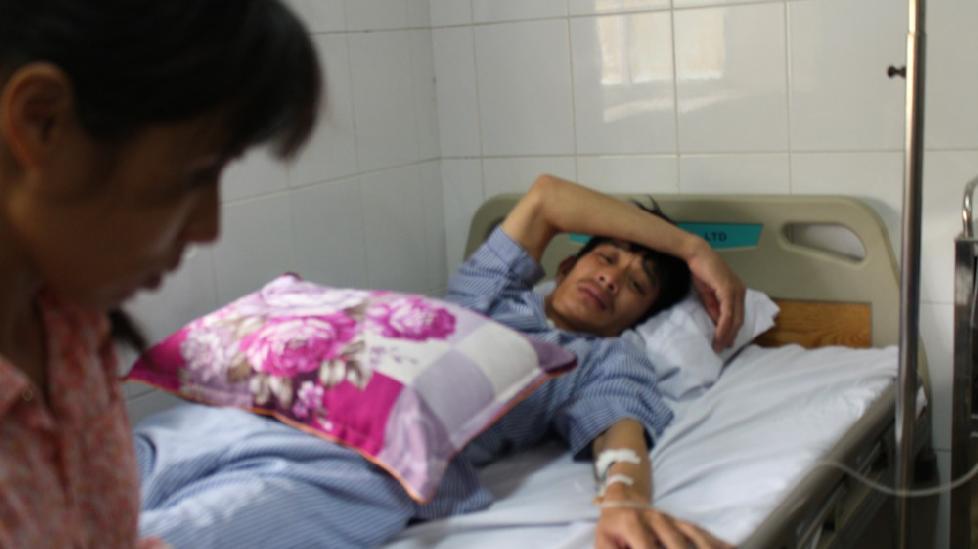 Chuyển tài xế taxi bị đánh đến bệnh viện Việt Đức