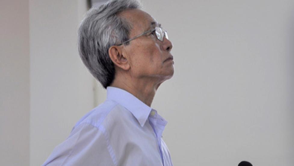 Tạm đình chỉ chủ tọa phiên tòa vụ bị cáo 77 tuổi dâm ô