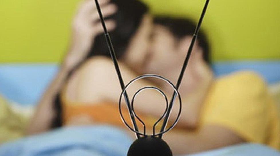 Mẹ chồng khiến con dâu bật ngửa vì lắp camera giám sát phòng ngủ