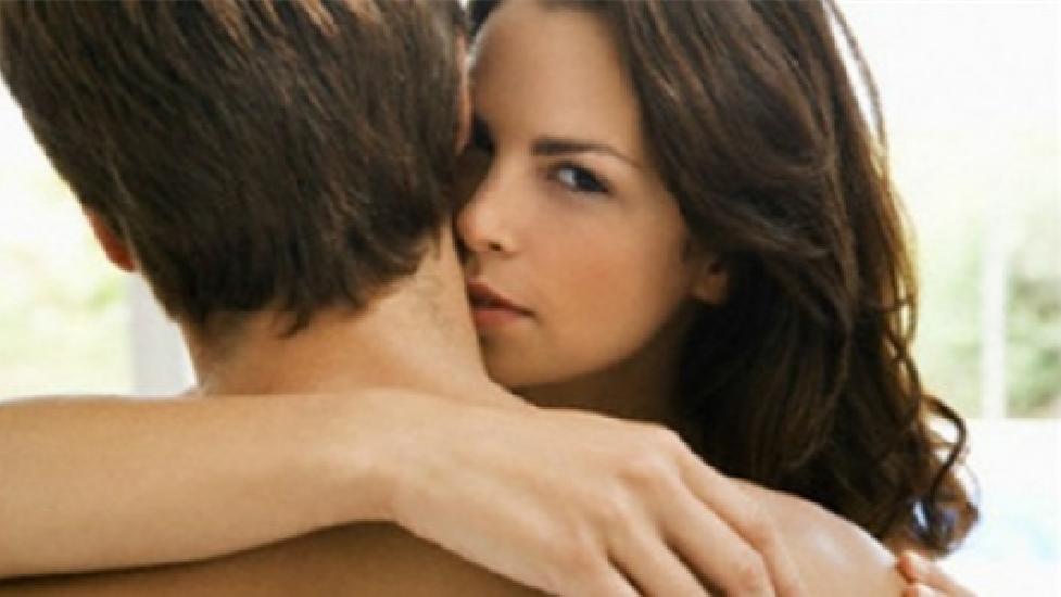 """Bí kíp phòng the khiến chồng hết """"chán cơm thèm phở"""""""