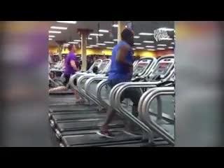 Những tình huống khó tin trong phòng tập Gym