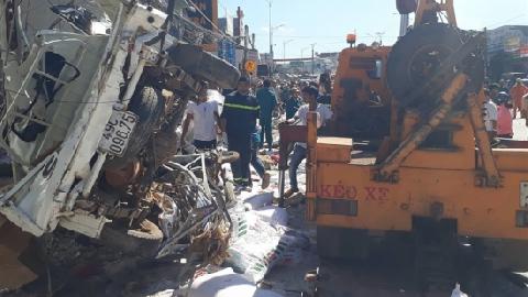 Khoảnh khắc xe tải lao như tên bắn, gây tai nạn 5 người chết ở Lâm Đồng