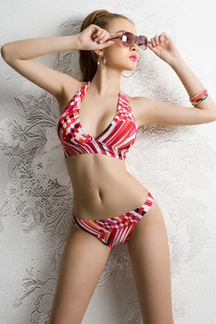 Bộ sưu tập những hình ảnh Angela phương Trinh quyến rũ khi diện bikini 10