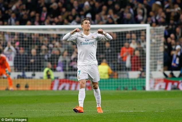 Tu choi tang luong, Real de Ronaldo tu dinh doat tuong lai? hinh anh 1