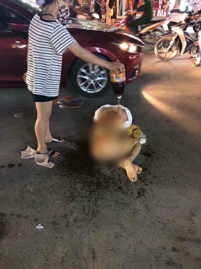 Thanh Hóa: Cô gái bị nhóm phụ nữ đánh ghen dã man giữa đường, lột đồ rồi đổ nước mắm, muối ớt lên người - Ảnh 2.