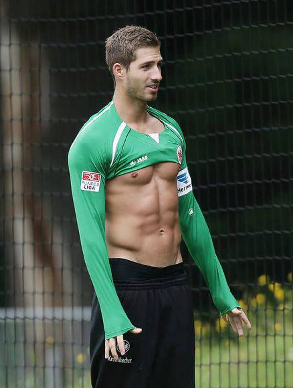 Lộ ảnh nóng bỏng của chàng thủ môn hot nhất World Cup 2018 - Ảnh 5.