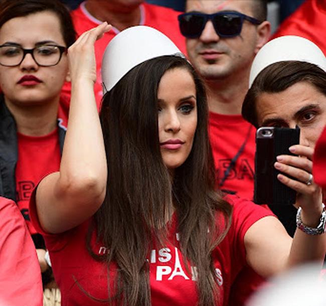fan nu sexy het co tren khan dai world cup 2018 khien anh em kho roi mat hinh anh 4