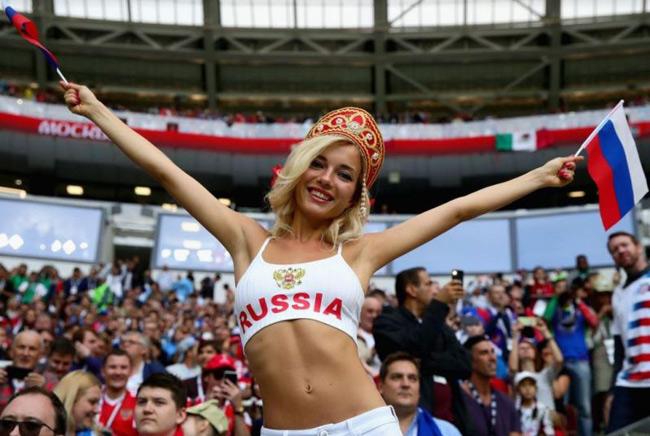 fan nu sexy het co tren khan dai world cup 2018 khien anh em kho roi mat hinh anh 13