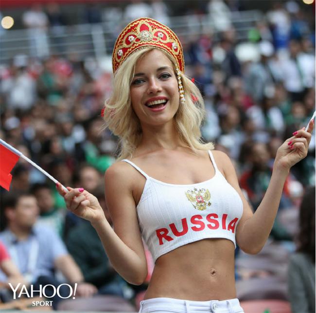 fan nu sexy het co tren khan dai world cup 2018 khien anh em kho roi mat hinh anh 12