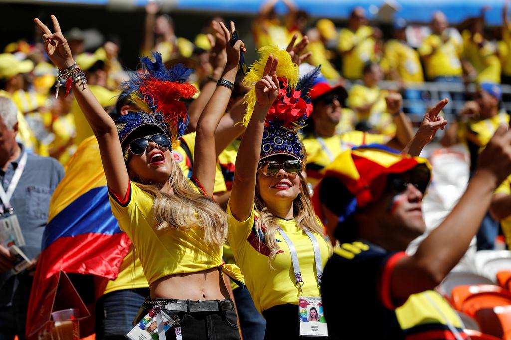 Fan nu nong bong cua Ba Lan, Colombia 'dot chay' cac SVD tai Nga hinh anh 7