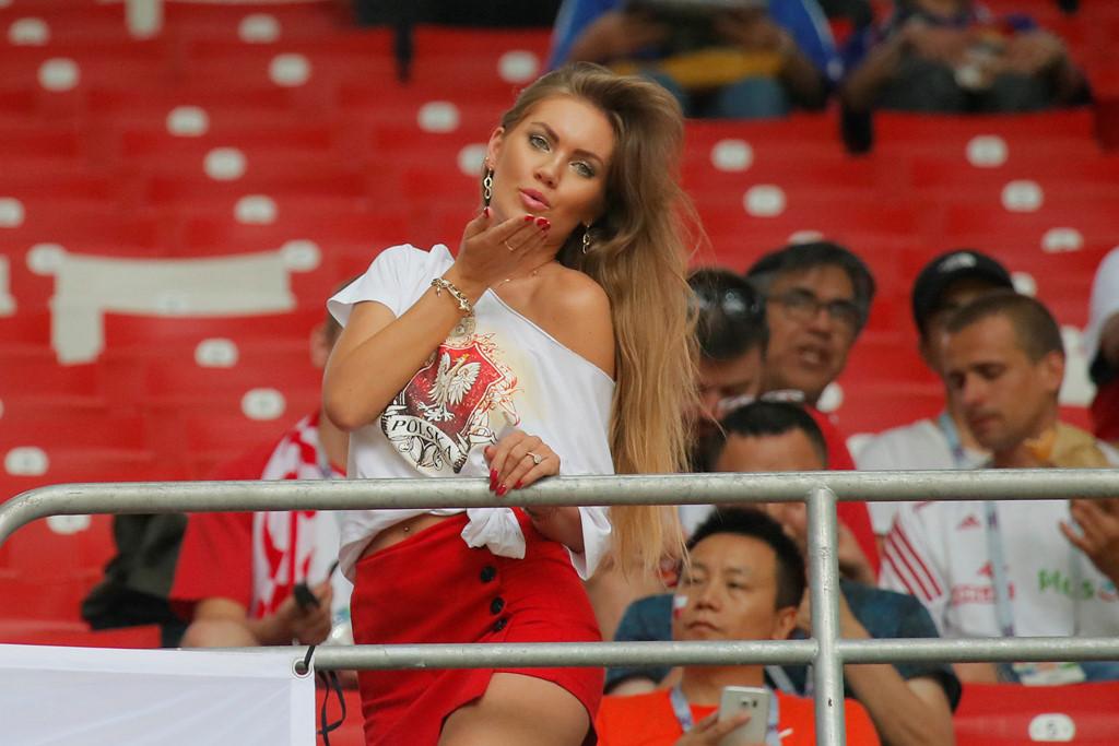 Fan nu nong bong cua Ba Lan, Colombia 'dot chay' cac SVD tai Nga hinh anh 3