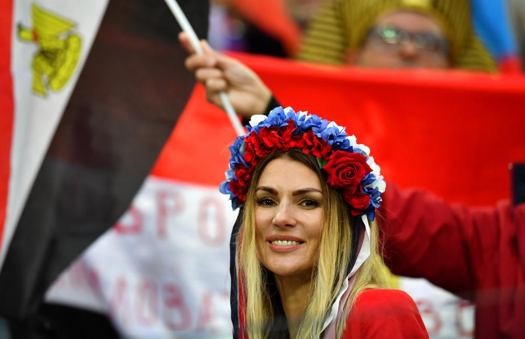 Fan nu nong bong cua Ba Lan, Colombia 'dot chay' cac SVD tai Nga hinh anh 6