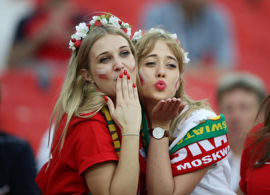 Fan nu nong bong cua Ba Lan, Colombia 'dot chay' cac SVD tai Nga hinh anh 2