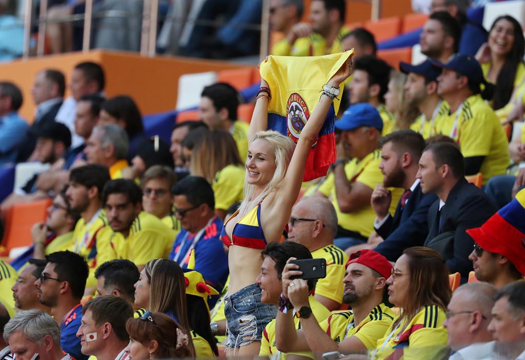 Fan nu nong bong cua Ba Lan, Colombia 'dot chay' cac SVD tai Nga hinh anh 8