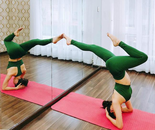 Trời mưa cũng không làm khó được Trương Quỳnh Anh hẹn hòvới Yoga.