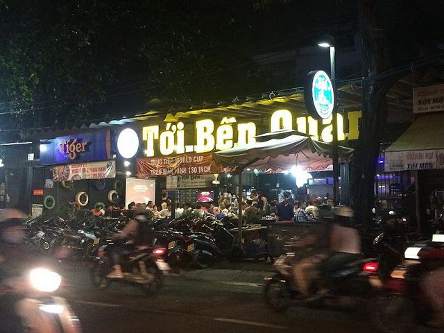 """Tới bến quán"""" trên đường Ung Văn Khiêm (quận Bình Thạnh) tạo sự thân mật, gần gũi với thực khách."""