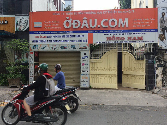 """Đặc biệt, có một doanh nghiệp trên đường Nguyễn Văn Cừ ( quận 5 ) có cái tên """"Ở đâu.com"""" khiến ai nhìn cũng thấy… độc!"""